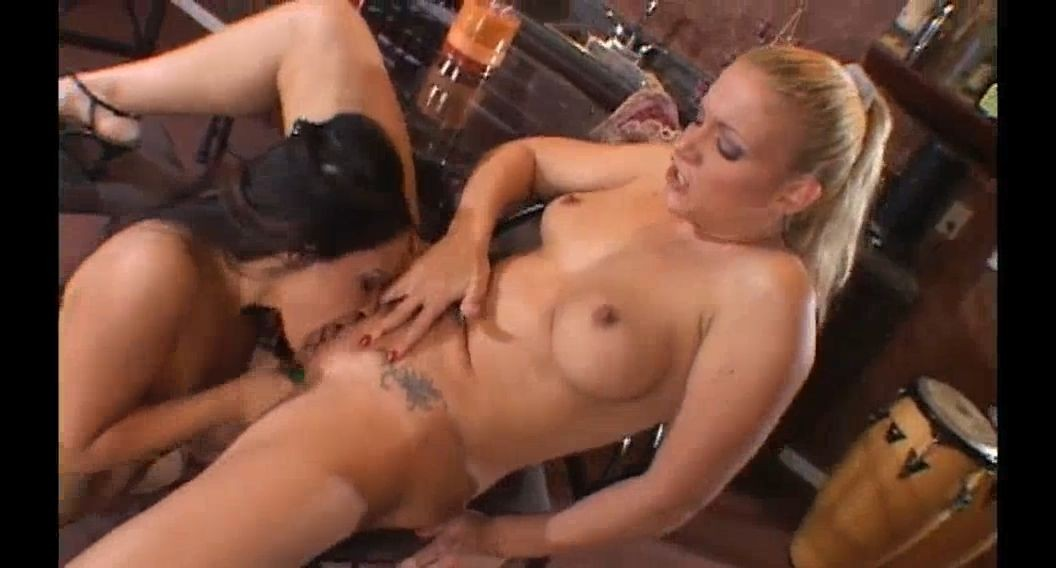 Free XXX lesbian video of pornstars Jessica Bangkok & Heidi Mayne